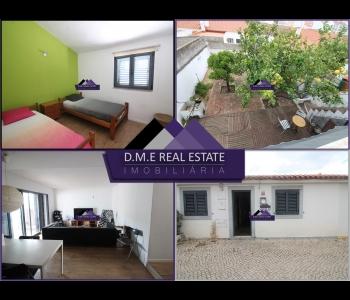 Casa Térrea T3 em VRSA com jardim e terraço.